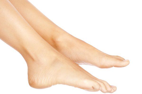 Endlich schöne Füße: Abhilfe bei trockenen Füßen & Hornhaut